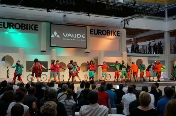 Kerékpáros divatbemutató az Eurobikeon