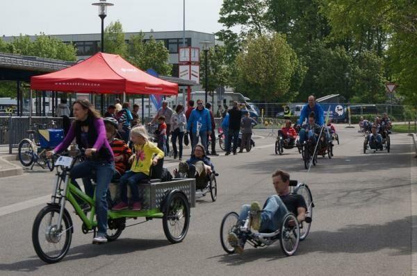 Többszemélyes kerékpárok is feltűntek a kiállításon