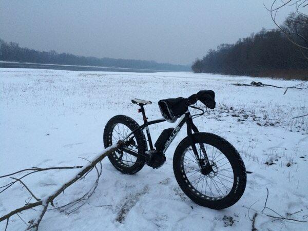 Téli erdei kirándulás kerékpárral