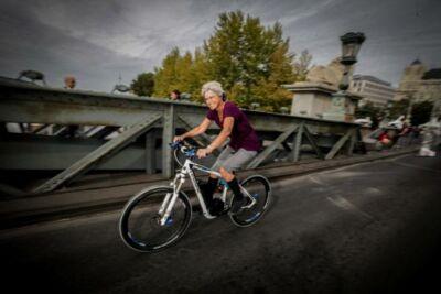 pedelec kerékpárral a Lánchídon
