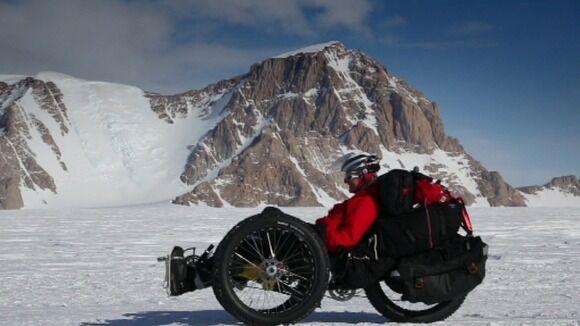 fekvő kerékpár hóban